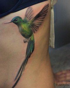 tatuajes de colibri para hombres
