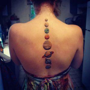 tatuajes en la columna vertebral mujer
