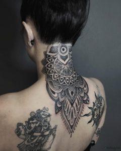 tatuajes en la nuca para mujer